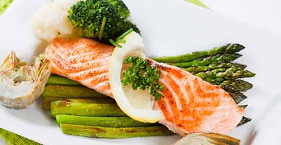 Salmon with asparagus and broccoli