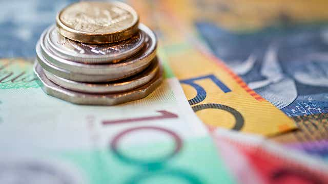 Aussie Dollar Breaks Through 80 US Cents, Despite RBA Economic Outlook