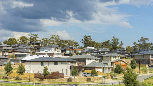 Suburban houses in Melbourne - Houses under $400,000 declining