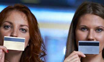 What's the difference between a credit card & debit card?
