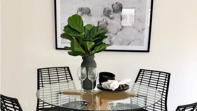 less is more foxy home staging