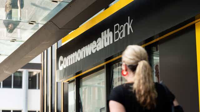 CBA last of big four to lower base savings rates