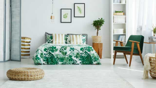 A bright green bedspread.