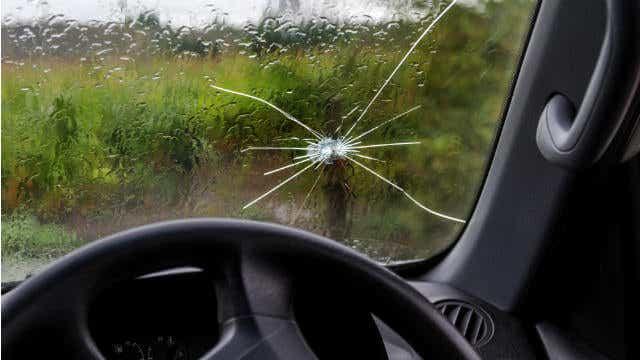 cracked windscreen star
