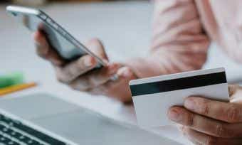 Which rewards credit card provider has the most satisfied customers in 2020?