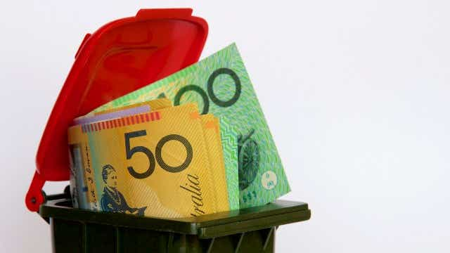 Survey reveals the avoidable banks fees paid by Aussies every year September 2020