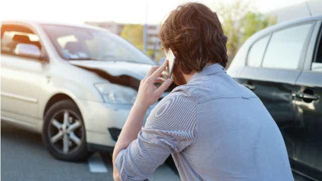 car accident calling insurer