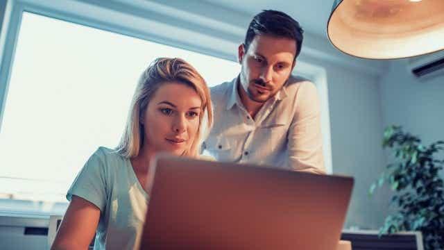 Couple refinancing