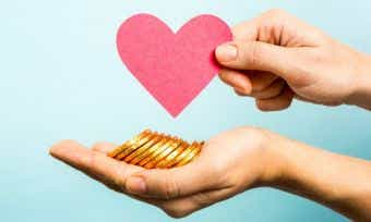 How frugal gift-givers can use rewards points to buy a Valentine's Day present